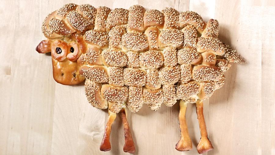 Schaf aus Hefeteig backen